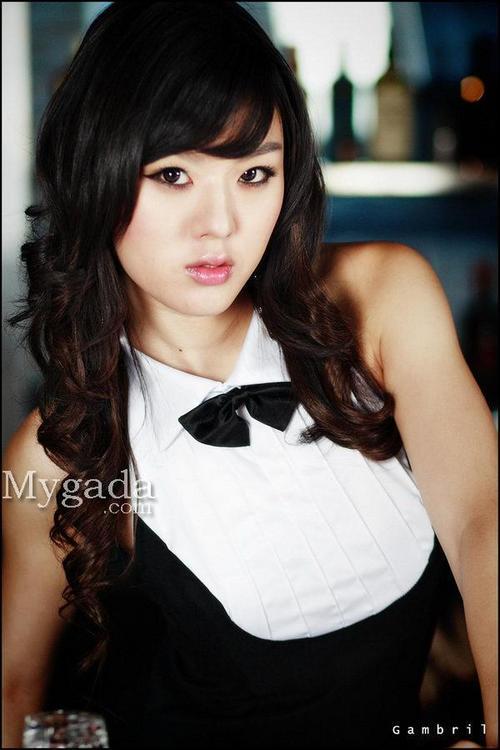 韩国性感美女黄美姬扮可爱兔女郎