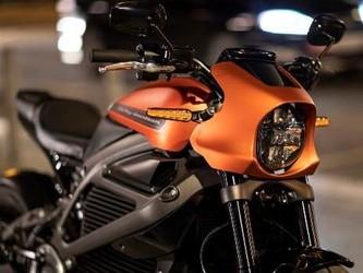 哈雷展示可骑行的LiveWire电动摩托车