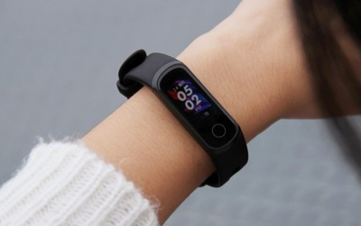 荣耀手环5i评测 USB随拆随充 高性价比的运动健康伴侣