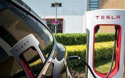 特斯拉超级充电站着火了 原因不明 特斯拉尚未回应