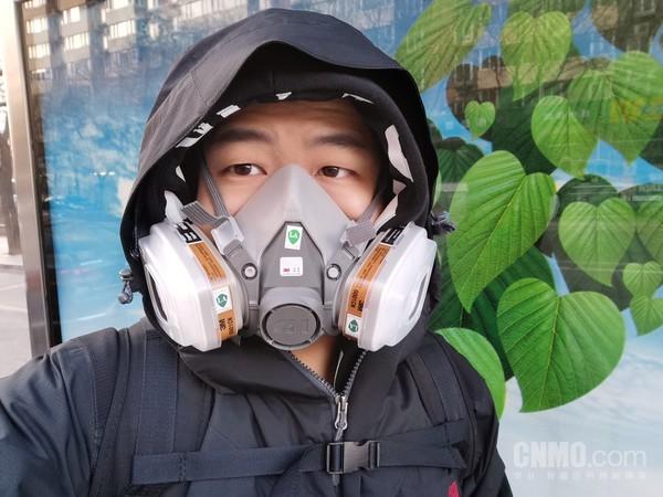 因没买到口罩被迫使用KN95防毒面罩