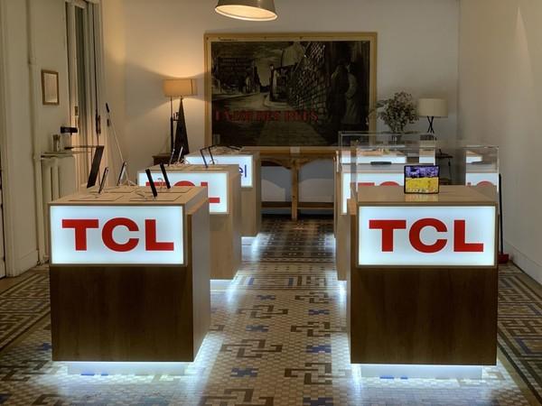 TCL展示折叠屏手机