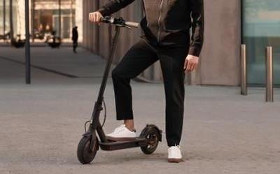小米电动滑板车Pro 2发布 与奔驰AMG合作 约售4000元