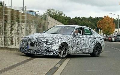 奔驰新�一代AMG C63谍照曝光 配插真气与能量进来混系统有2.0T选择