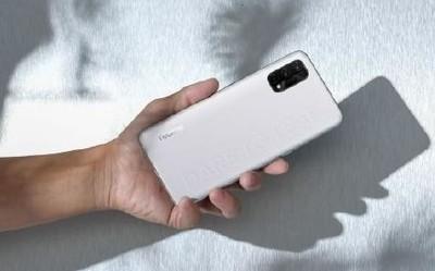 realme Q2 Pro素皮版今晚开启预售 65W快充1599元起
