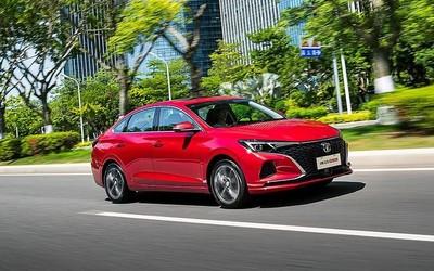 长安逸动PLUS新车型上市 综合耗油更低售8.49万起