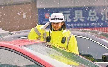 行车记录仪安装不规范 交警:扣六分罚款200为你好!