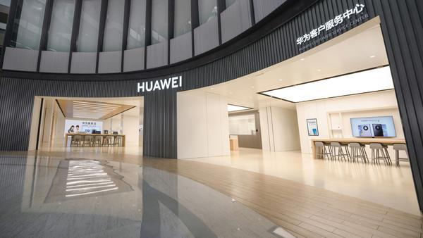 华为首家新模式服务中心开业 为何顾客都不想走?
