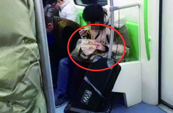 地铁上不文明行为(图源网)