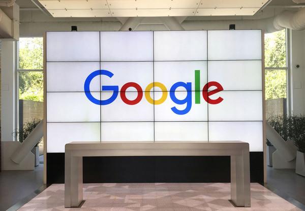 """用眼睛也能说话?谷歌发布新的应用程序可""""翻译""""眼神"""
