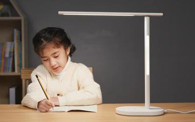 华为智选推新款智能台灯 高效聚光无蓝光等级达到RG0