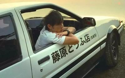 周杰伦送王俊凯AE86 王俊凯回应:以后豆腐我来守护!