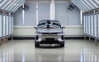 威马W6量产车正式下线 搭载云端智能无人泊车系统