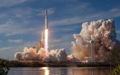 SpaceX获NASA独家合同引质疑 蓝色起源正在了解情况