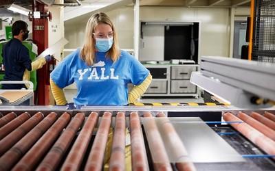 苹果向康宁增加4500万美元投资 推动玻璃生产新工艺
