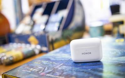 荣耀全新TWS耳机亮相品鉴会 主打超长续航主动降噪