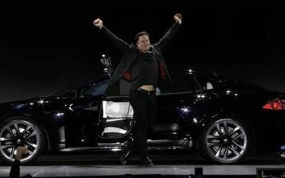 """马斯克试驾新款Model S Plaid后表情亮了:""""快得疯狂!"""""""