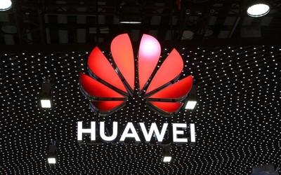 早报:华为多款4G新机正式开售 手机靓号拍出100万