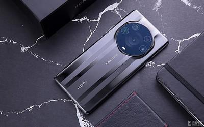 榮耀在國內手機市場份額達15% 8月份銷量增加了18%