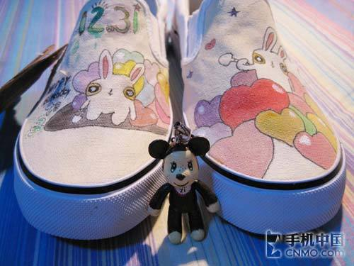 精美的手绘鞋子